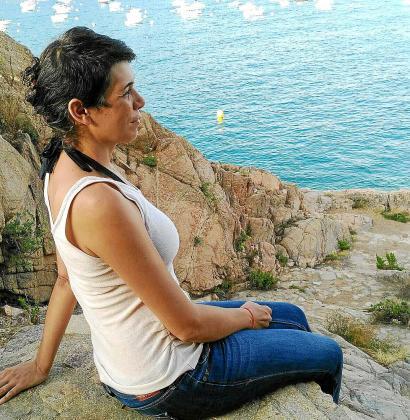 Marga Bujosa, este viernes, disfrutando de la costa catalana poco después de sufrir su traumática experiencia camboyana.