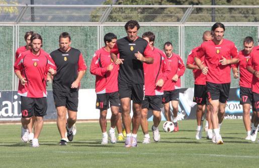 Los jugadores del Mallorca se entrenan en Son Bibiloni.