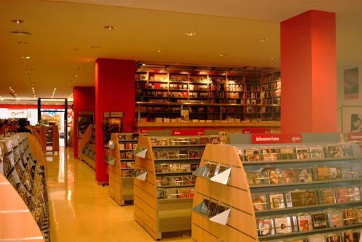 Imagen del interior de la tienda de calle Sindicato.