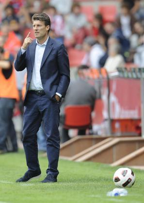 El entrenador danés del Real Mallorca, Michael Laudrup, durante el partido en El Molinón contra el Sporting de Gijón.