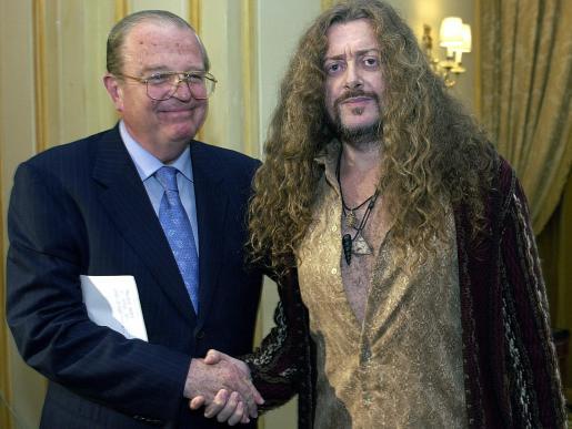 Enrique Loewe y Miguel Àngel Velasco, en el año 2003, durante la entrega del premio Loewe.
