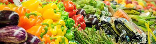 El veganismo es un movimiento que no acepta la ingesta de productos de origen animal por considerarlos perjudiciales. En la foto, un puesto de venta de hortalizas.