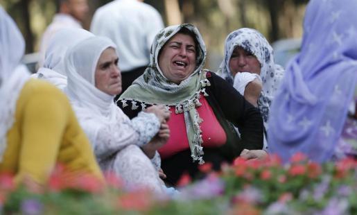 Familiares de las víctimas, desesperadas tras el atentado.
