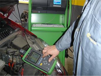 En talleres La Torre realizan un 'chequeo' completo al automóvil.