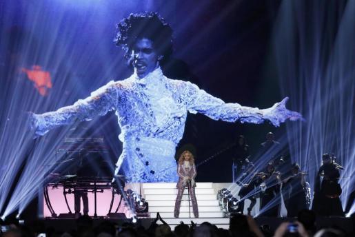 Madonna, homenajeando a Prince en los Billboard.