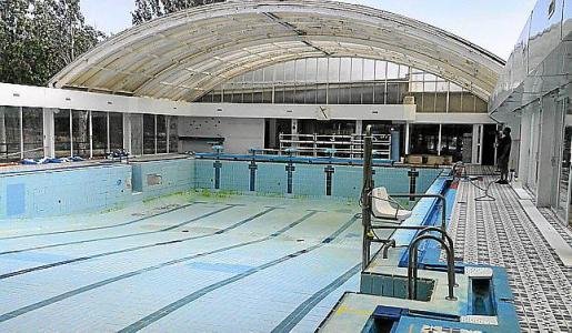 La piscina municipal de Artà se ha ido deteriorando con el paso de los años.
