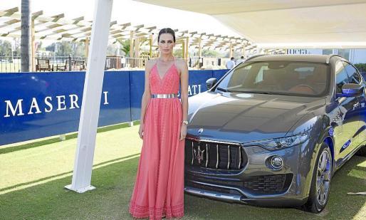 La modelo y embajadora de Maserati Nieves Alvarez ha sido la madrina de la Copa de Bronce Maserati.