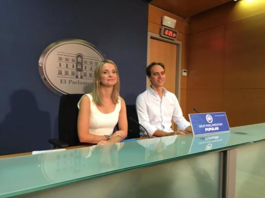 Álvaro Gijón y Marga Prohens, durante la rueda de prensa.