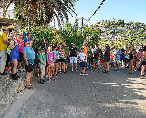 Algunos de los participantes este miércoles en la Caminada per la Memòria entre Puigmpunyent y Calvià.