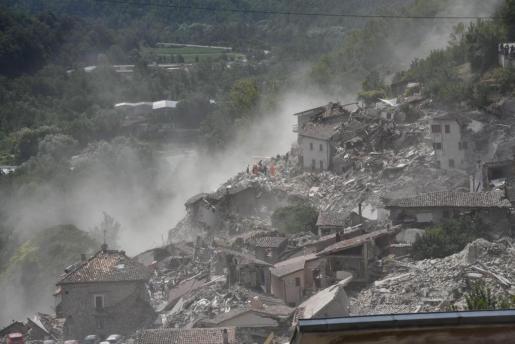 Vista de los destrozos causados por el terremoto en la localidad de Arquata del Tronto, en la provincia de Ascoli Piceno, región de Marche, en el centro de Italia.