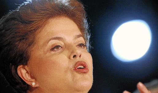 La candidata oficialista, Dilma Rousseff, encarará «con mucha garra y energía» la segunda vuelta.