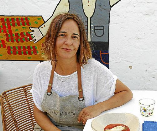 María Solivellas, de Ca na Toneta, presenta su sopa de fresa con helado de limón y quinoa caramelizada con Oli de Mallorca D.O.
