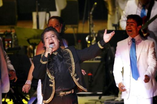 Fotografía de archivo del 24 de octubre de 2013 del cantautor mexicano Juan Gabriel durante un concierto en el Auditorio Telmex de la ciudad mexicana de Guadalajara.