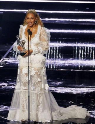 Beyonce, con su galardón.