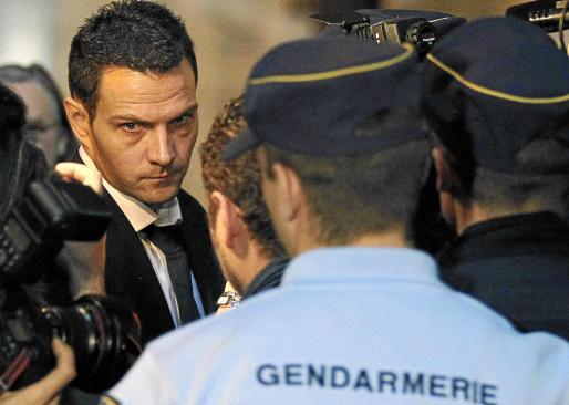 El ex operador bursatil de Société Générale Jérome Kerviel, ayer a su llegada al Tribunal Correccional de París.