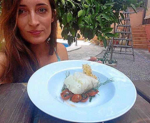Laura Jiménez comparte su receta de bacalao confitado sobre cherry al hinojo.