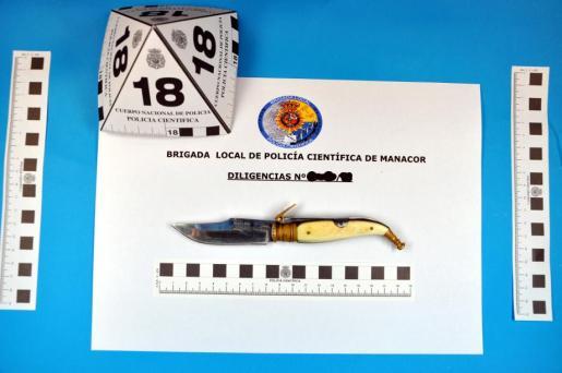 Arma con la que se apuñaló a un joven en Manacor.