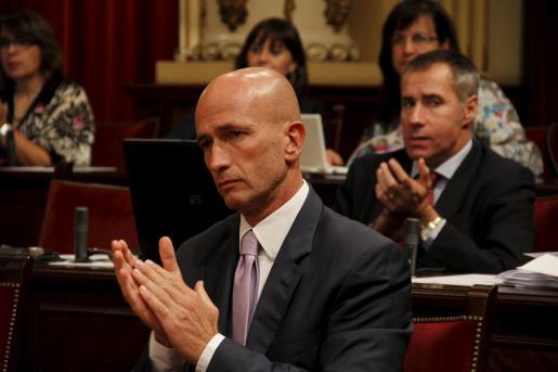 El portavoz del PP en el Parlament, Antoni Pastor, durante el pleno de hoy.
