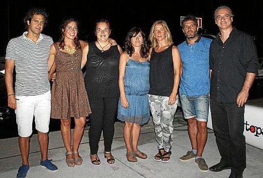Los integrantes del Grupo Cap Pela: Joaquín y Sofía Domènech, Esther Barceló, Carol Domènech, Begoña de la Iglesia, Guillem Ramon y Santi Franco.