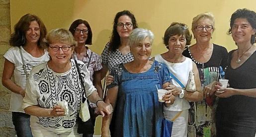 Margalida Guardiola, Maria Arbona, Jeronia Guardiola, Malena Garau, Magdalena Oliva, Joana Mateu, Catalina Pons y Florentina Mayol.