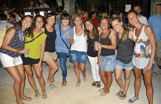 Marga Pizà, Laia Lete, Aina Sendra, Eva Morales, Teresa Castell, Magda Capó, Antònia Capó, Maci Seguí y Maria Monserrat.