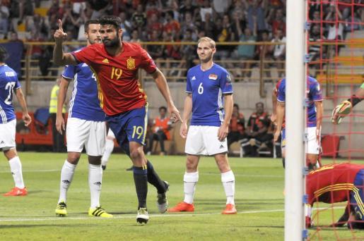 El delantero de la selección española de fútbol Diego Costa celebra el gol durante el partido contra la selección de Liechtenstein para la fase de clasificación para el Mundial de Rusia 2018. Foto: EFE/J. Casares.
