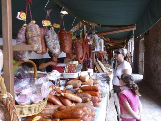 Los alrededores del santuario de Lluc acogen la Fira de la Serra de Tramuntana, dedicada al medio ambiente y la agroalimentación.