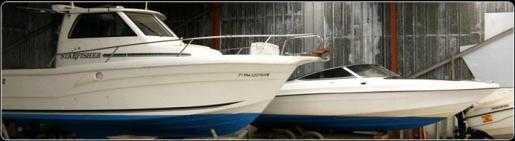 Astillero tradicional dedicado a la construcción, reparación y mantenimiento de embarcaciones.