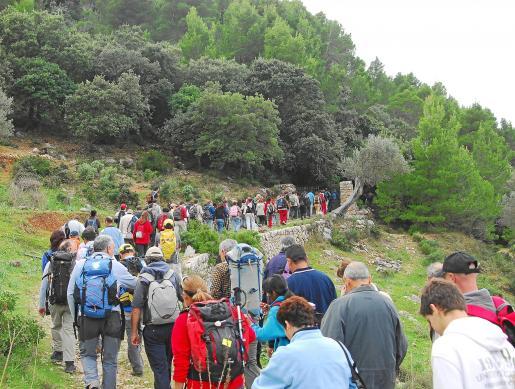 Una de las excursiones reivindicativas del libre acceso a la finca pública de Planícia.