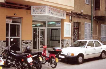 Imagen de la fachada de Alumihogar.
