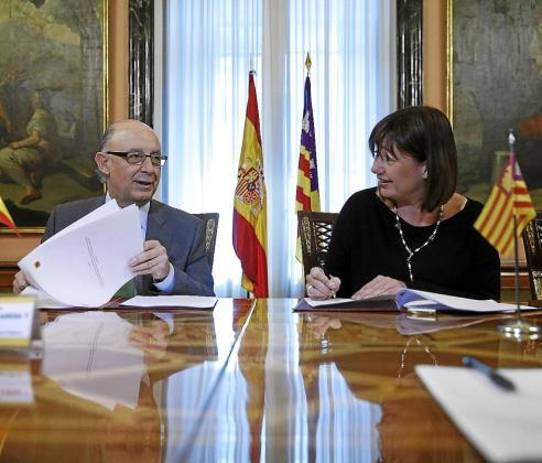 El Ministerio de Hacienda dice ahora que esta firma con Armengol no era más que un protocolo de intenciones.