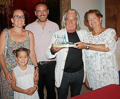 Losnietos y biznieta de Xam, Sofía y Alejandro Ysasi y Alicia; con Fabrizio Plessi y Montserrat América.