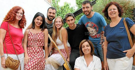 Catalina Sureda, Júlia Colom, Teo Salvá, Mery Lambourne, Joan Colom, Minuca Betthencourt, Jordi Tugores y Elvira Sureda.