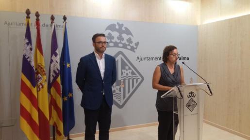 José Hila y Joana María Adrover, durante la rueda de prensa.
