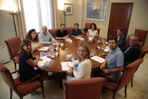 Momento de la reunión entre Francina Armengol, y los portavoces de todos los grupos parlamentarios