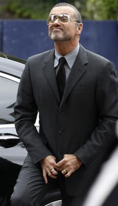 El cantante George Michael ha pasado un mes en prisión por conducir bajo los efectos de las drogas.