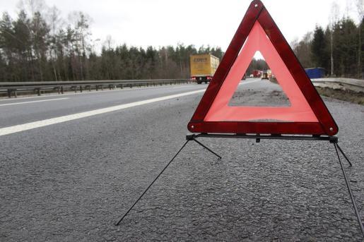 Triángulo de advertencia de un accidente.