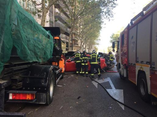 El camión sin conductor ha chocado contra seis vehículos.