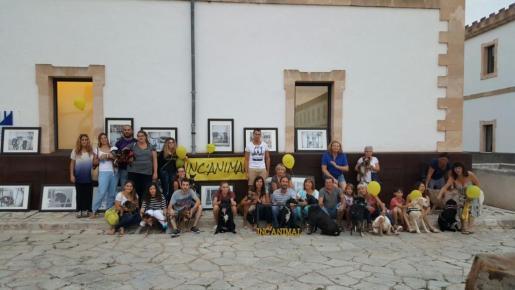 Este jueves se celebró un paseo canino por las calles de Inca para anunciar el festival animalista Incanimal.