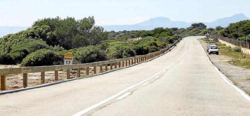 Imagen de uno de los tramos rectos de la carretera de Cap Blanc.