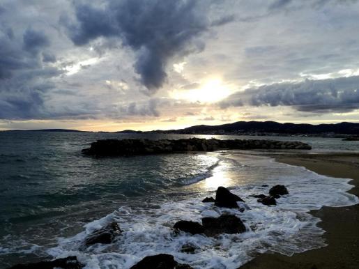 En Balears están previstos intervalos nubosos con chubascos ocasionales.