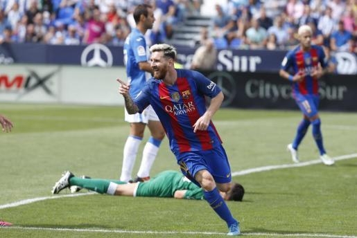 Lionel Messi, celebra el gol que marcó frente al Leganés durante el partido de La Liga que ambos equipos disputaron este mediodía en el estadio de Butarque.