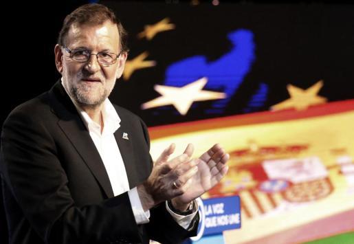 El presidente del Gobierno en funciones, Mariano Rajoy, en el Teatro Campos de Bilbao.