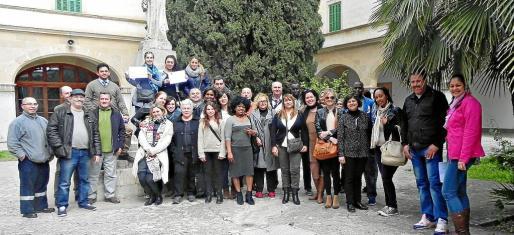 Un grupo de beneficiarios de la renta mínima de inserción que han participado en talleres formativos.