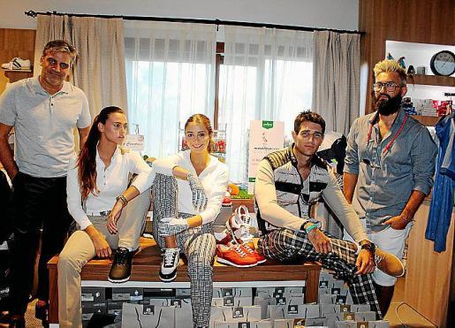 Gabriel Cañellas, director creativo de la firma; Jas Becker, Caterina Reinoso, Carlos Cerezo y el estilista Rafa Tarazona.