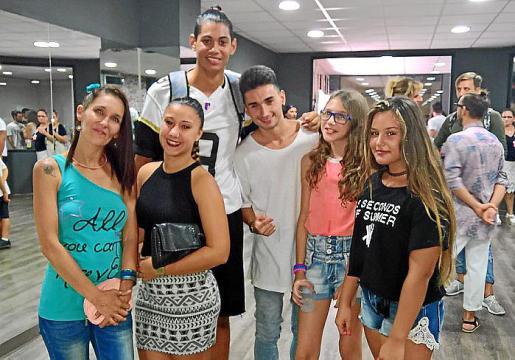 Maira Caballero, Alejandra Mercadal, Michael Sánchez, Alejandro Bernal, Victoria Amengual y Denisa Baisal.