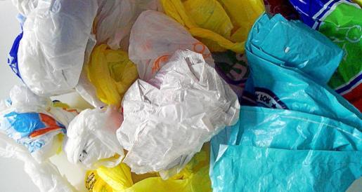 El objetivo es que se pase de las bolsas de plástico de un solo uso a las de papel, compostables u otros tipos.