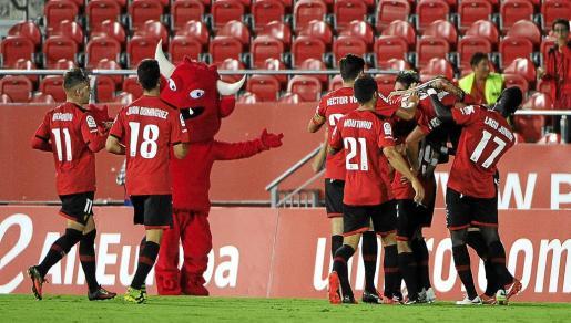 Los jugadores del Mallorca celebran el gol conseguido el pasado domingo ante el Girona.