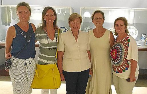 Salomé Cabrera, Carmen Fúnez, Josefa Morillas, Francisca Bennássar y Jero Mayans.