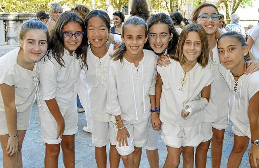 Julia Pere, Maria Conejero, Candela Roig, Jana Barrios, Lluïsa Isern, Paula Rayo, Mariona Manera y Maria del Mar Munar.